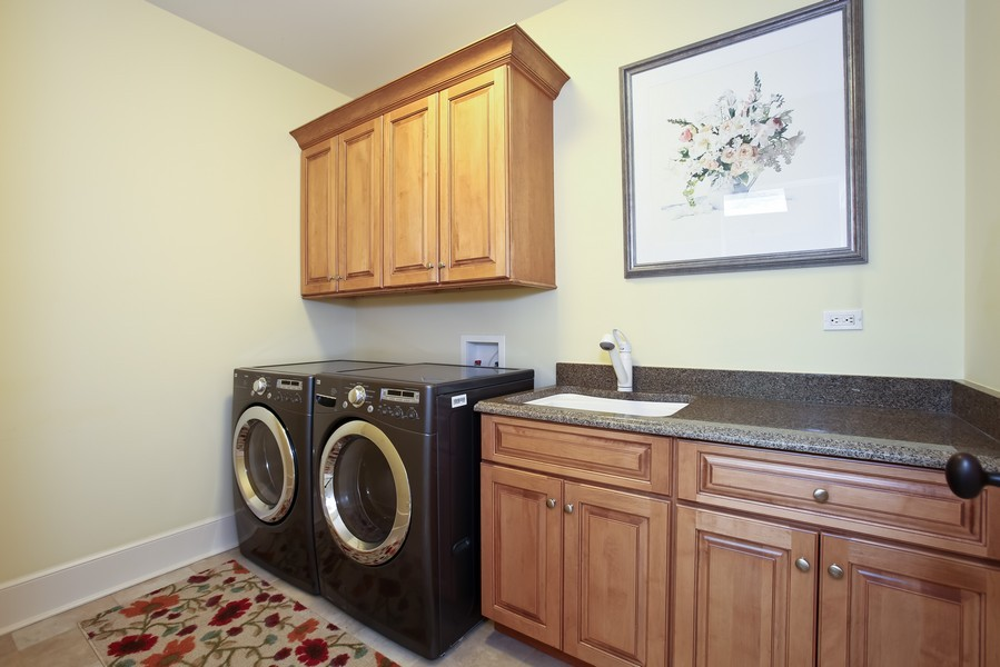 Real Estate Photography - 37 Chestnut, Clarendon Hills, IL, 60514 - Laundry Room