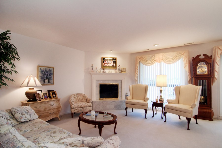 Real Estate Photography - 501 Lake Hinsdale, Unit 511, Willowbrook, IL, 60527 - Living Room