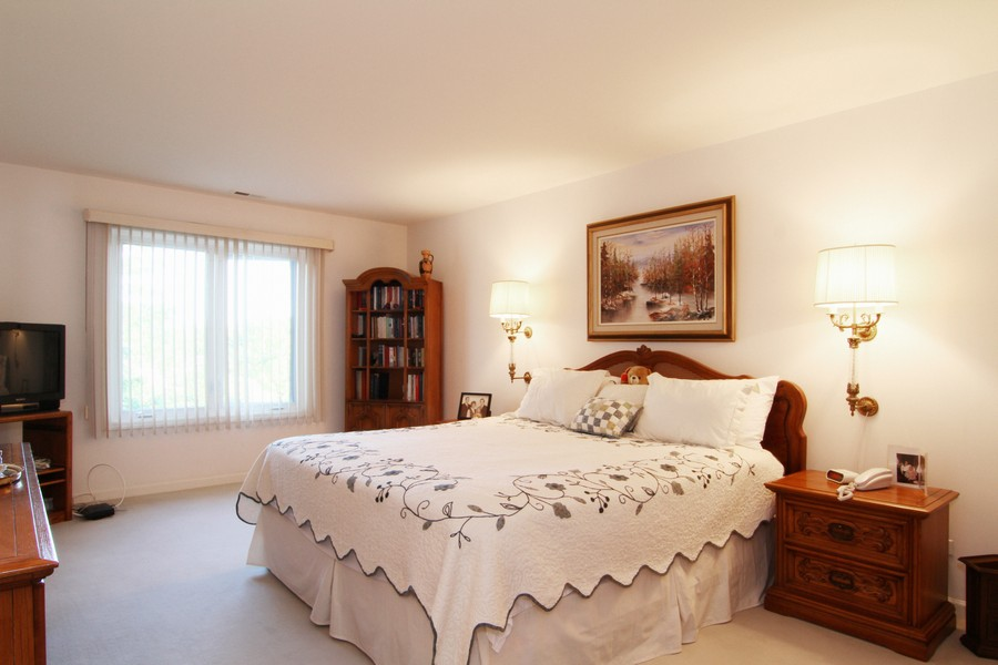 Real Estate Photography - 501 Lake Hinsdale, Unit 511, Willowbrook, IL, 60527 - Master Bedroom