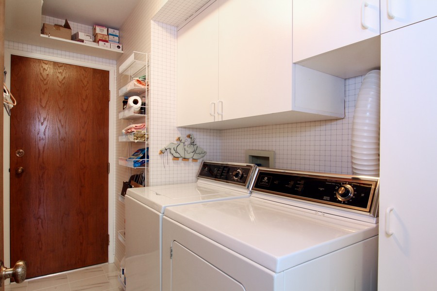 Real Estate Photography - 501 Lake Hinsdale, Unit 511, Willowbrook, IL, 60527 - Laundry Room