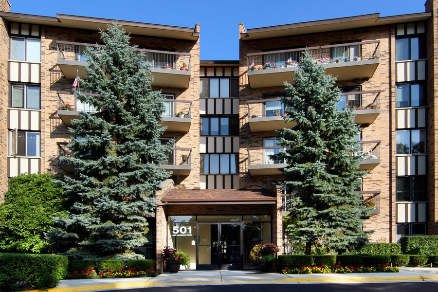 Real Estate Photography - 501 Lake Hinsdale, Unit 511, Willowbrook, IL, 60527 - Front View