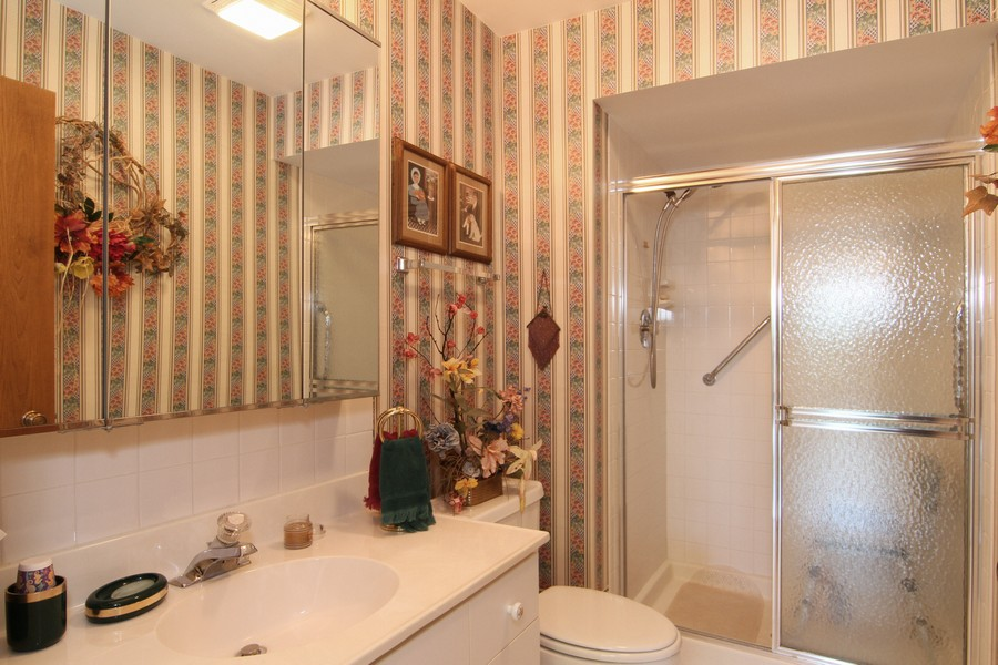 Real Estate Photography - 501 Lake Hinsdale, Unit 511, Willowbrook, IL, 60527 - Bathroom