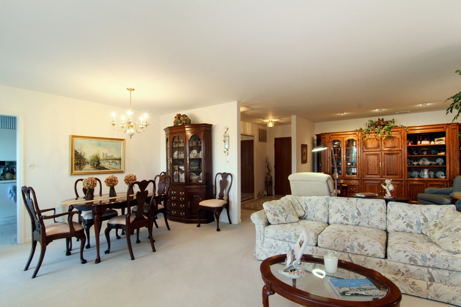 Real Estate Photography - 501 Lake Hinsdale, Unit 511, Willowbrook, IL, 60527 - Living Room / Dining Room