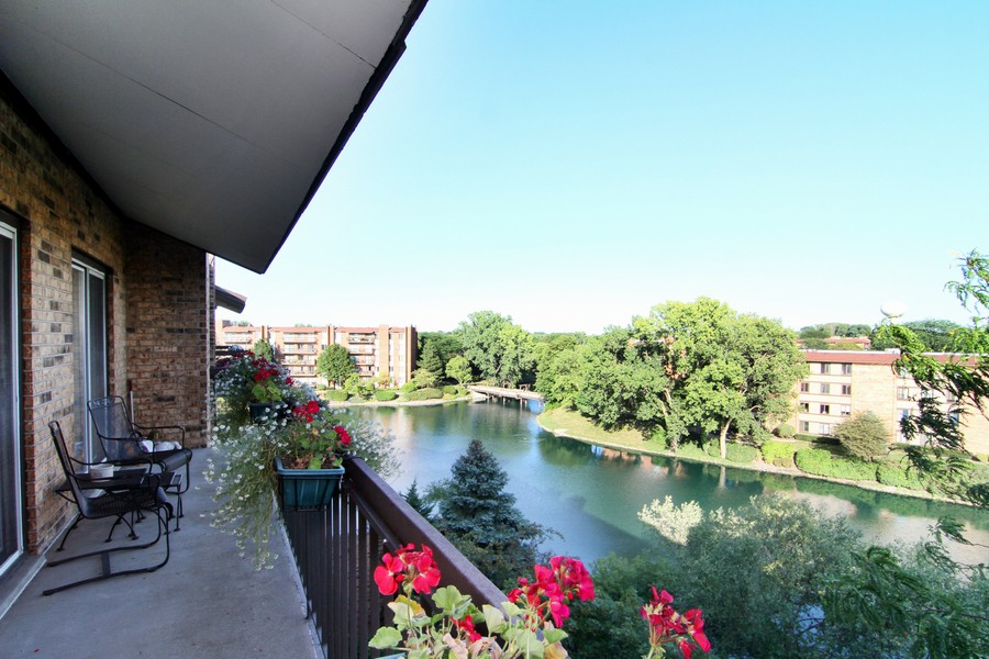Real Estate Photography - 501 Lake Hinsdale, Unit 511, Willowbrook, IL, 60527 - Balcony