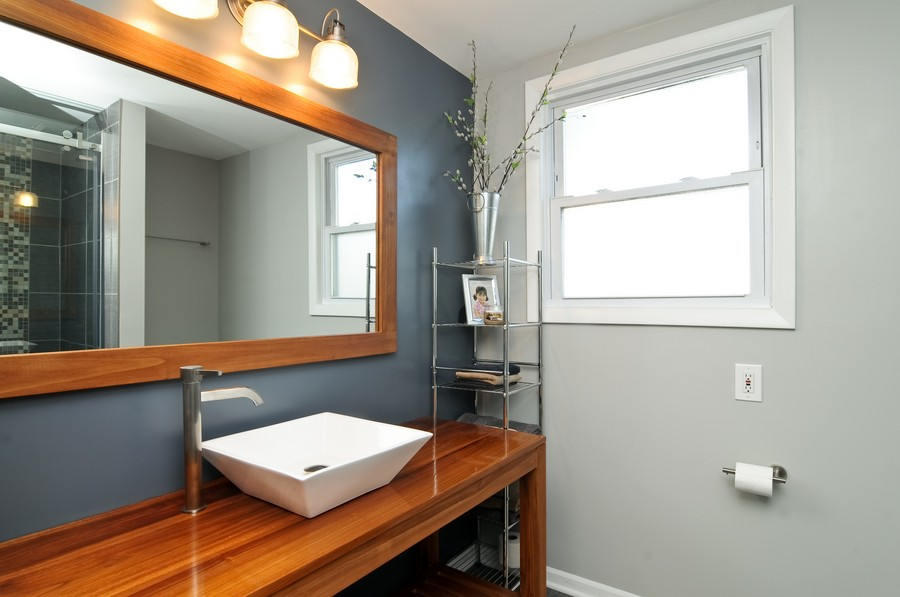 Real Estate Photography - 232 Park, Grayslake, IL, 60030 - Bathroom