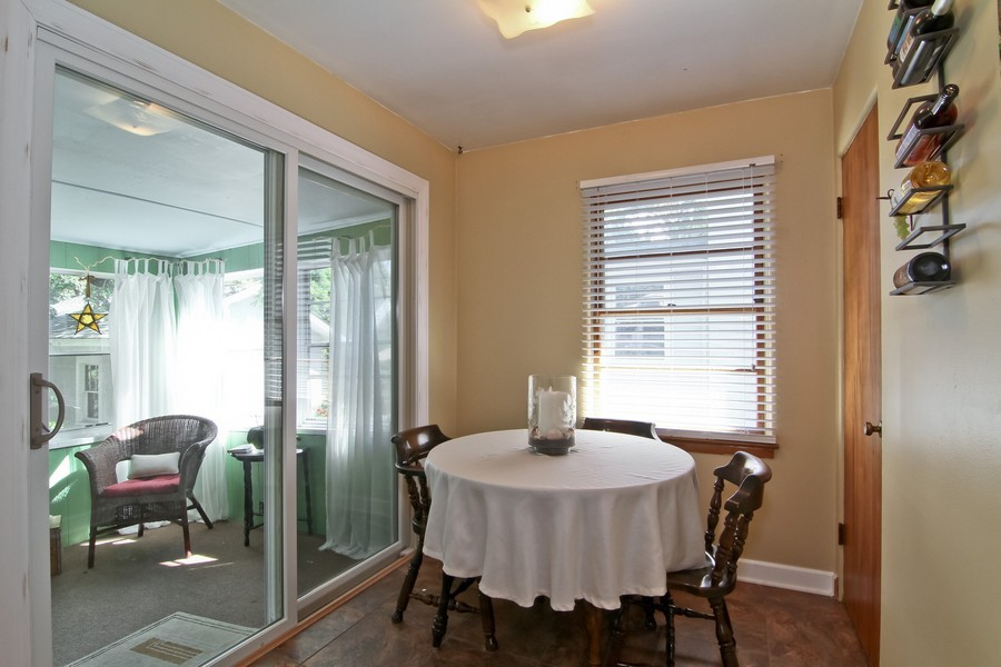 Real Estate Photography - 4713 Main St, Downers Grove, IL, 60515 - Breakfast Area