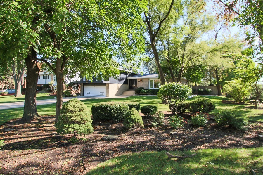 Real Estate Photography - 873 Willow Lane, Willowbrook, IL, 60527 - Front Yard