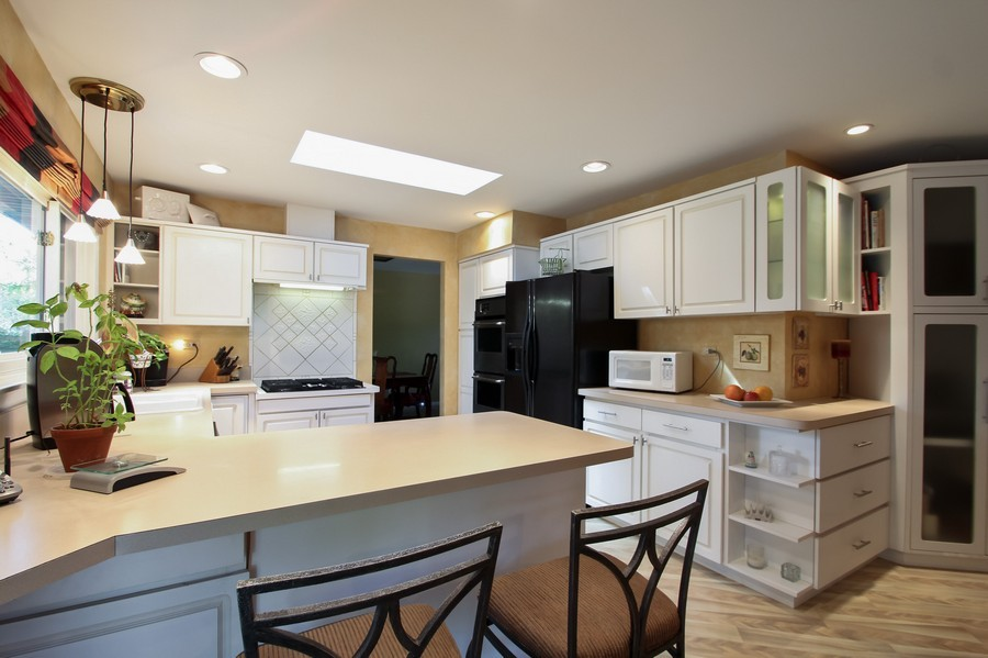 Real Estate Photography - 873 Willow Lane, Willowbrook, IL, 60527 - Kitchen / Dining Room