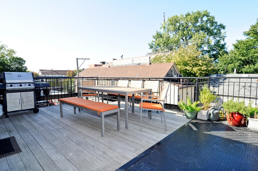 Real Estate Photography - 1346 W George, Unit 3, Chicago, IL, 60657 - Deck