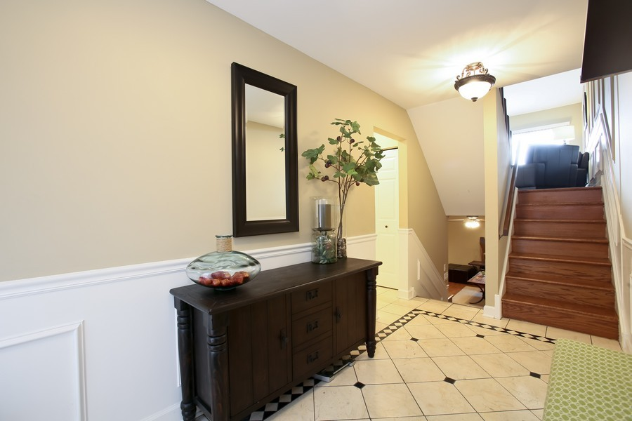 Real Estate Photography - 19W233 Old Tavern Road, 233, Oak Brook, IL, 60523 - Foyer
