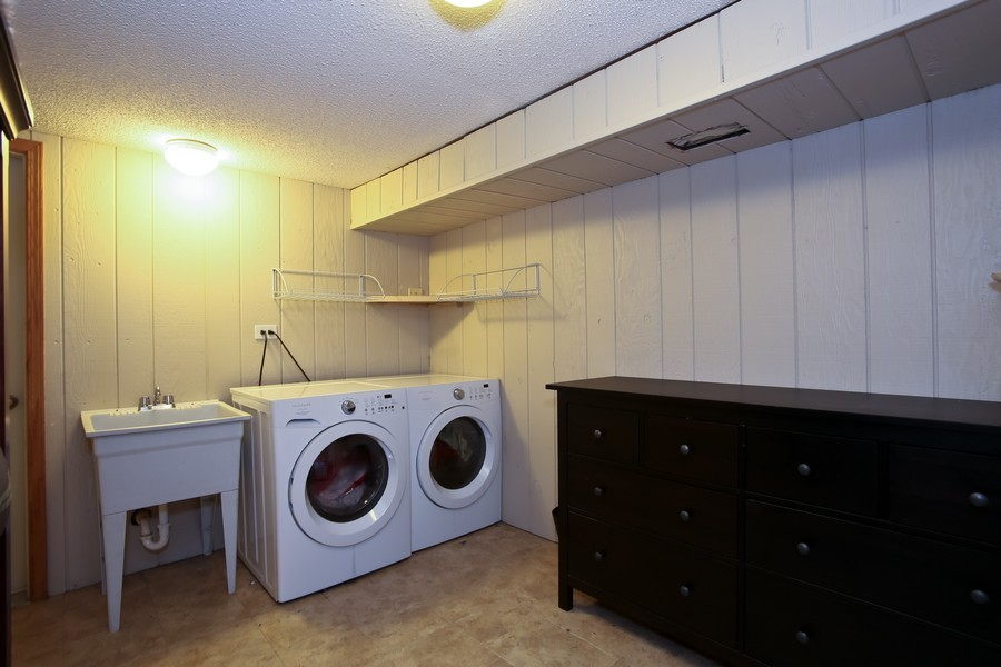 Real Estate Photography - 19W233 Old Tavern Road, 233, Oak Brook, IL, 60523 - Laundry Room