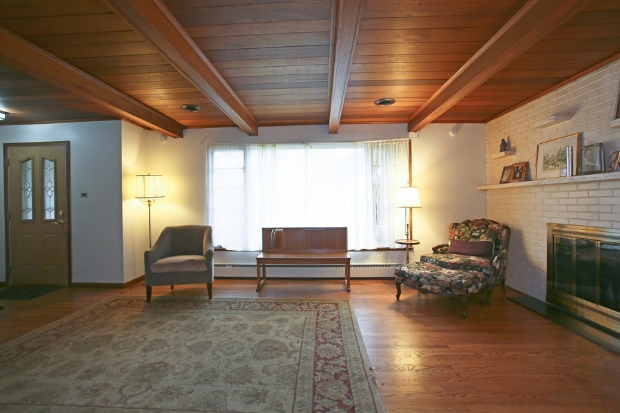 Real Estate Photography - 53 W Chicago Ave, Clarendon Hills, IL, 60514 - Living Room