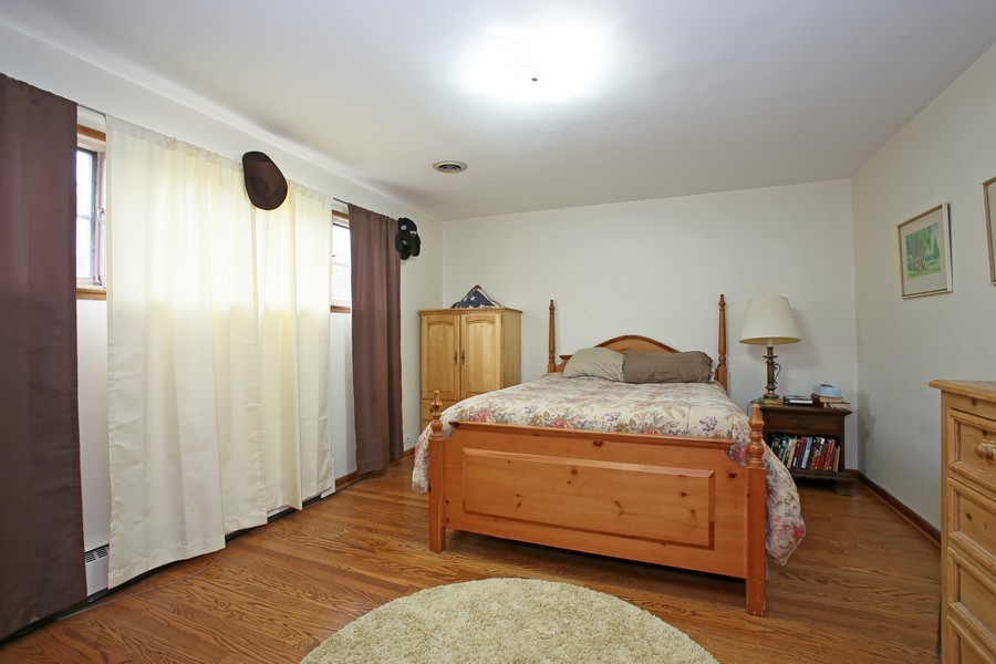 Real Estate Photography - 53 W Chicago Ave, Clarendon Hills, IL, 60514 - 2nd Bedroom