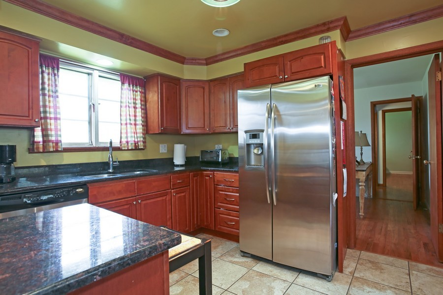 Real Estate Photography - 53 W Chicago Ave, Clarendon Hills, IL, 60514 - Kitchen