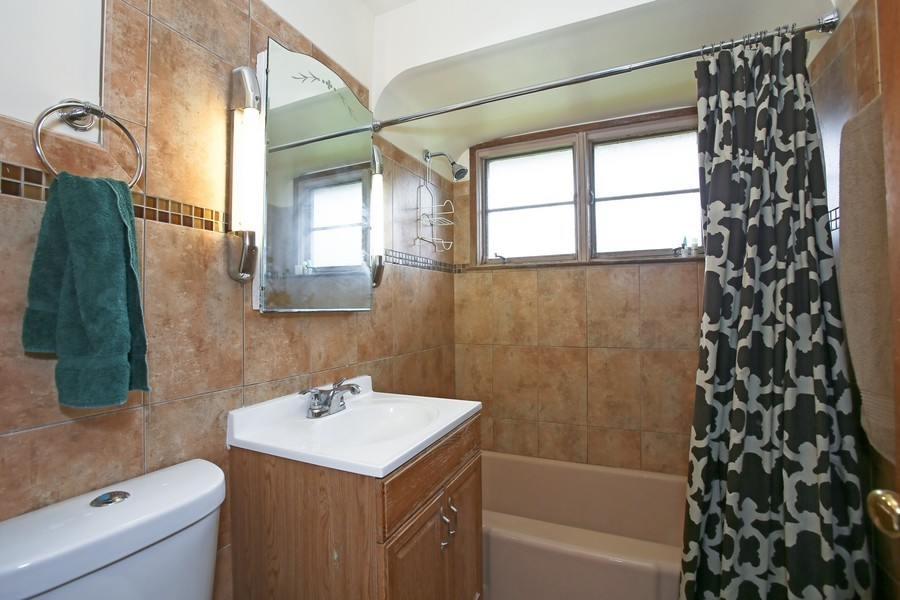 Real Estate Photography - 53 W Chicago Ave, Clarendon Hills, IL, 60514 - Bathroom