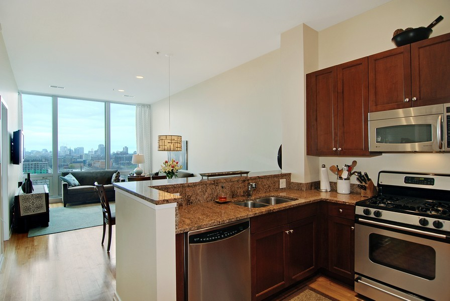 Real Estate Photography - 500 W Superior, Apt 1008, Chicago, IL, 60654 - Location 4