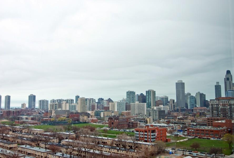 Real Estate Photography - 500 W Superior, Apt 1008, Chicago, IL, 60654 - Location 10