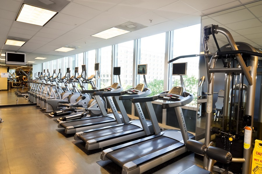 Real Estate Photography - 500 W Superior, Apt 1008, Chicago, IL, 60654 - Exercise Room