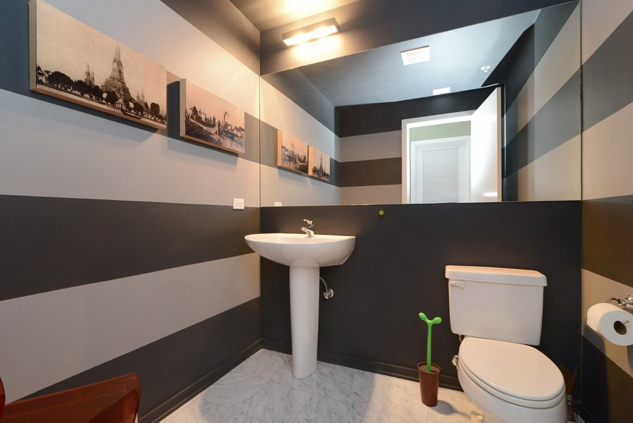 Real Estate Photography - 500 W Superior, Apt 1203, Chicago, IL, 60654 - link2