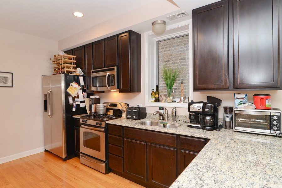 Real Estate Photography - 3734 N Wilson, Apt 1S, Chicago, IL, 60613 - Kitchen