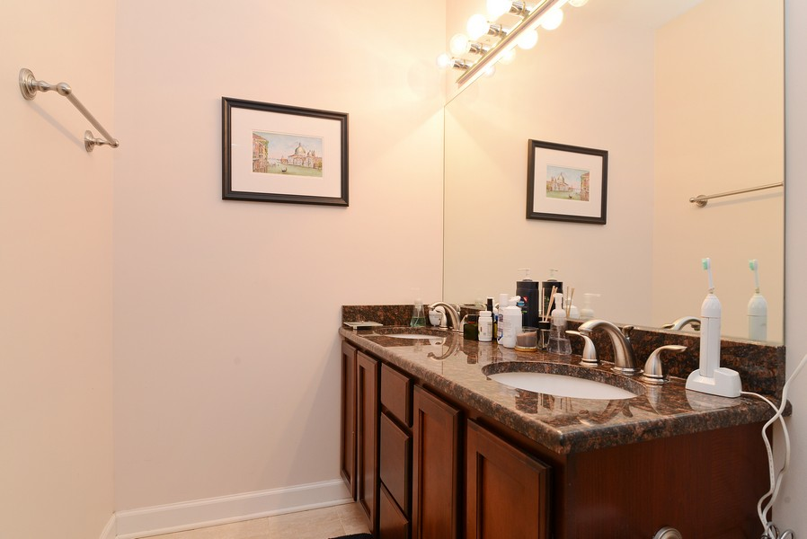 Real Estate Photography - 3734 N Wilson, Apt 1S, Chicago, IL, 60613 - Bathroom