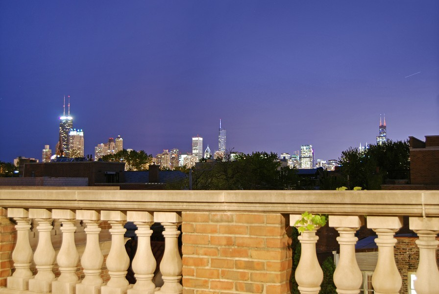 Real Estate Photography - 1955 N Burling, Chicago, IL, 60614 - Southeast Skyline View