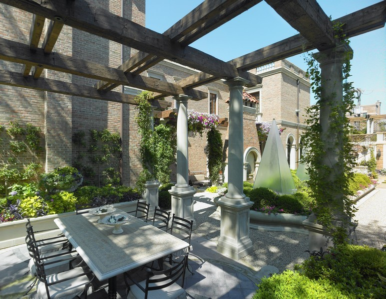 Real Estate Photography - 1955 N Burling, Chicago, IL, 60614 - Outdoor Dining