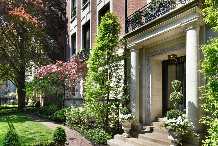 Real Estate Photography - 1340 N State St, #3S, Chicago, IL, 60610 - Front Garden Leading to Courtyard