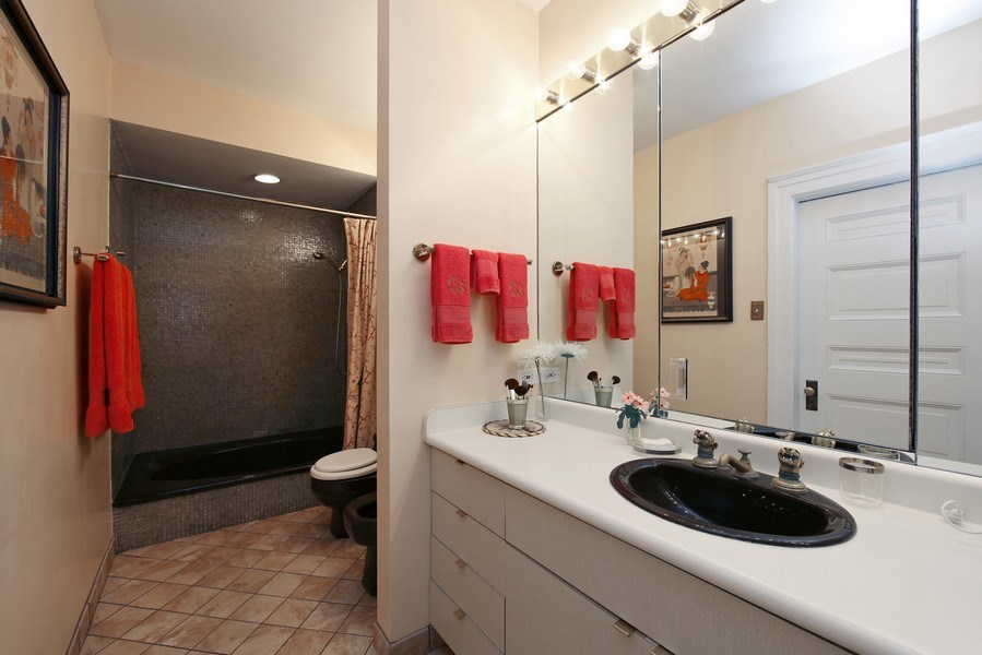 Real Estate Photography - 1508 N State Pkwy, Chicago, IL, 60610 - Master Bathroom