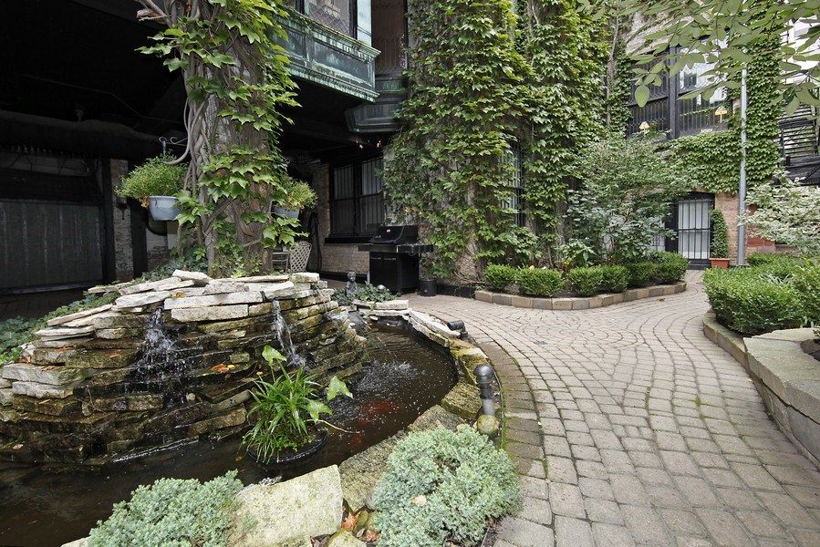 Real Estate Photography - 1508 N State Pkwy, Chicago, IL, 60610 - Garden