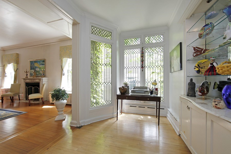 Real Estate Photography - 1508 N State Pkwy, Chicago, IL, 60610 - Sun Room