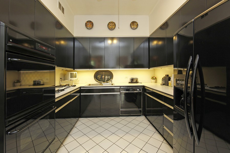 Real Estate Photography - 1508 N State Pkwy, Chicago, IL, 60610 - Kitchen