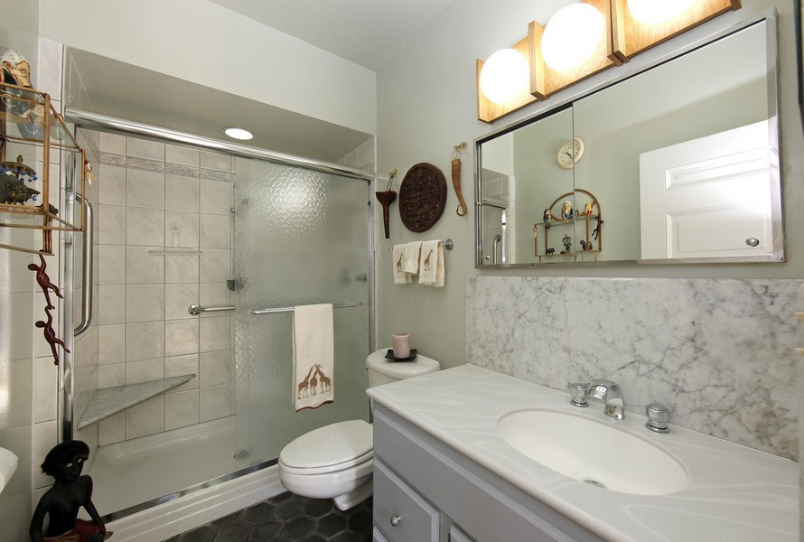 Real Estate Photography - 1508 N State Pkwy, Chicago, IL, 60610 - 2nd Bathroom