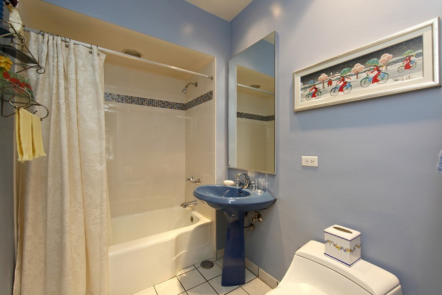Real Estate Photography - 1508 N State Pkwy, Chicago, IL, 60610 - 3rd Bathroom