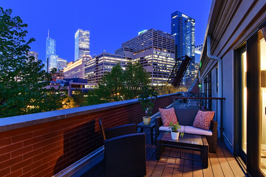 Real Estate Photography - 409 N. Canal, Chicago, IL, 60654 - Deck