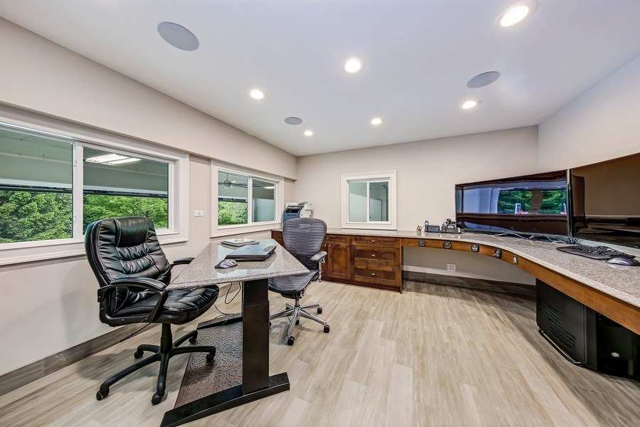 Real Estate Photography - 8545 Kearney Road, Downers Grove, IL, 60516 - Hangar Office