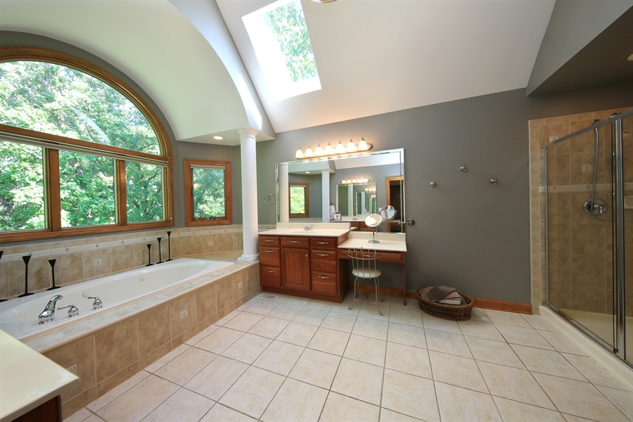 Real Estate Photography - 8981 Orchard, Willow Springs, IL, 60480 - Master Bathroom