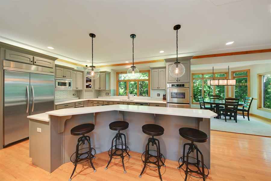 Real Estate Photography - 8981 Orchard, Willow Springs, IL, 60480 - Kitchen / Breakfast Room