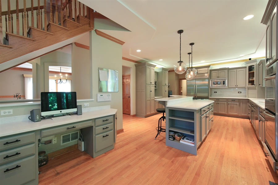Real Estate Photography - 8981 Orchard, Willow Springs, IL, 60480 - Kitchen