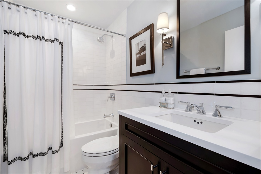 Real Estate Photography - 1555 N Astor, 48W, Chicago, IL, 60610 - Third Bath