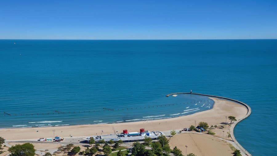 Real Estate Photography - 1555 N Astor, 48W, Chicago, IL, 60610 - Northeast View, North Avenue Beach