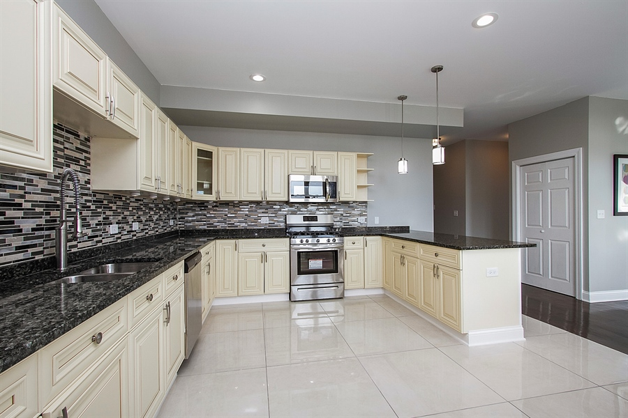 Real Estate Photography - 7400 S Stony Island Ave, 302, Chicago, IL, 60649 - Kitchen