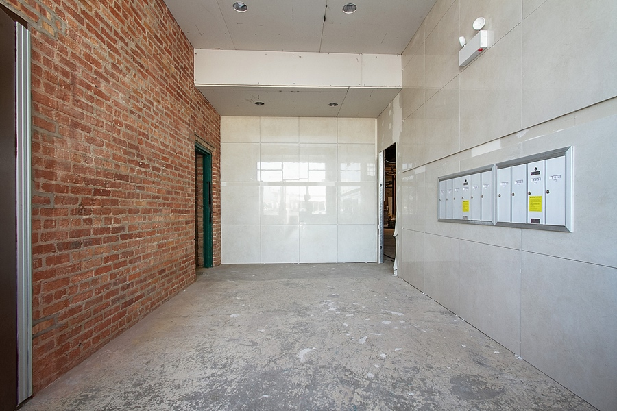 Real Estate Photography - 7400 S Stony Island Ave, 302, Chicago, IL, 60649 - Entryway