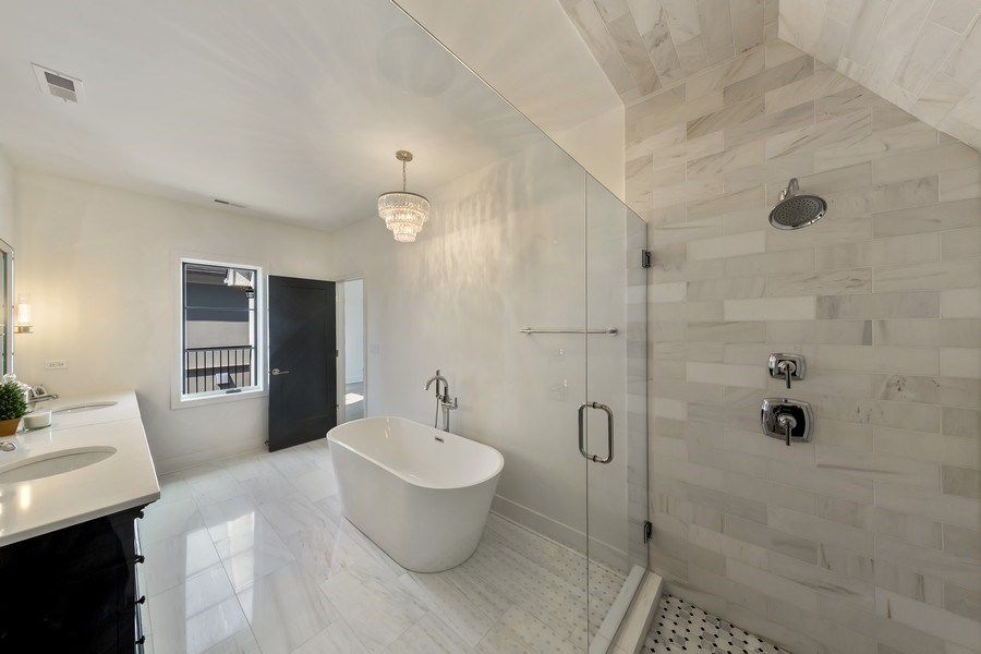 Real Estate Photography - 22 E 6th St, Hinsdale, IL, 60521 - Master Bathroom