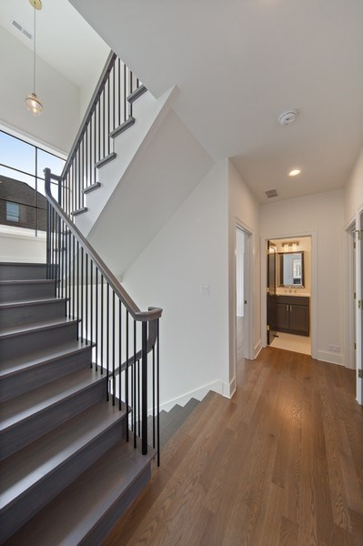 Real Estate Photography - 22 E 6th St, Hinsdale, IL, 60521 - 2nd Floor Corridor
