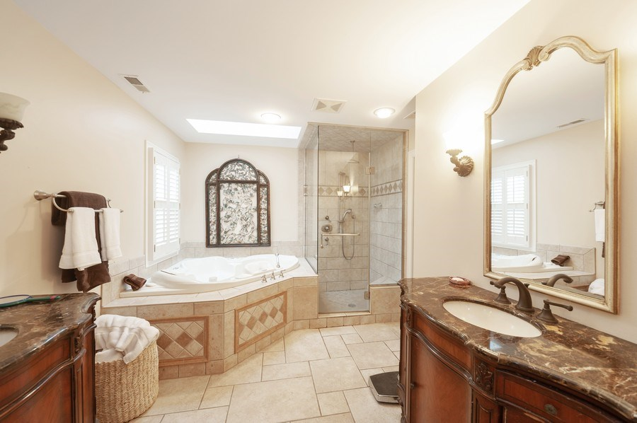 Real Estate Photography - 5 Woodley Manor, Winnetka, IL, 60093 - Master Bathroom