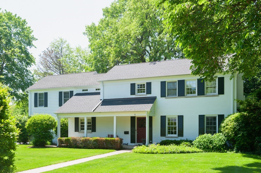 Real Estate Photography - 5 Woodley Manor, Winnetka, IL, 60093 - Front View