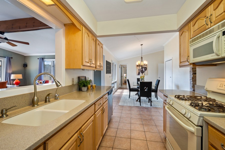 Real Estate Photography - 83 W Wildwood Dr, Barrington, IL, 60010 - Kitchen