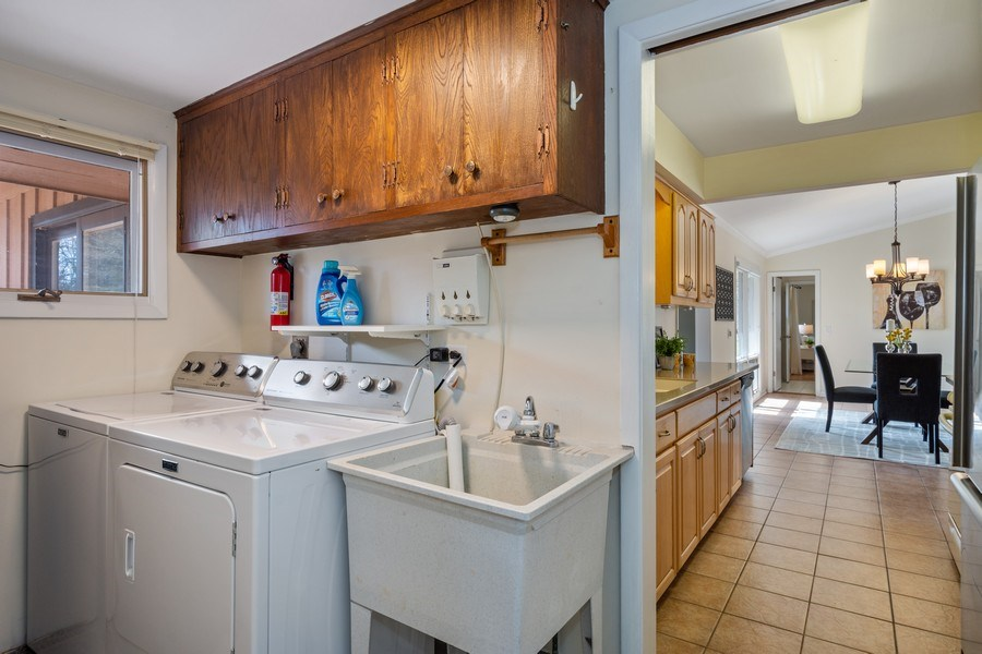 Real Estate Photography - 83 W Wildwood Dr, Barrington, IL, 60010 - Laundry Room