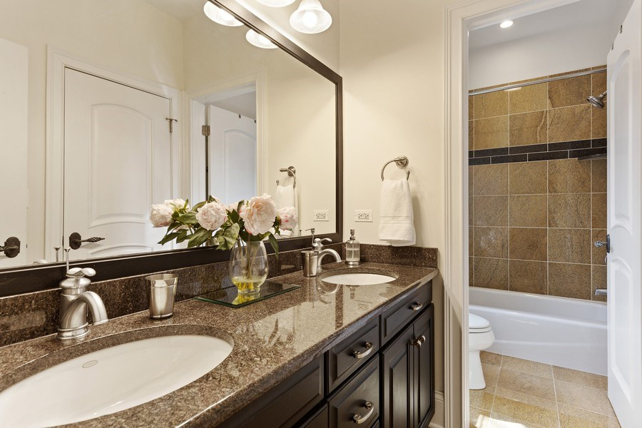Real Estate Photography - 802 Franklin, Hinsdale, IL, 60521 - Jack and Jill Bathroom